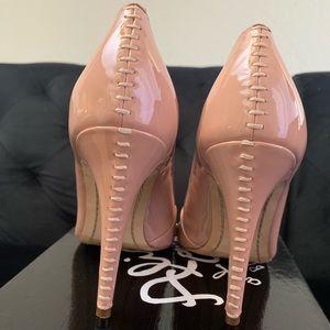 Alice + Olivia by Stacey Bendet tan heels pumps
